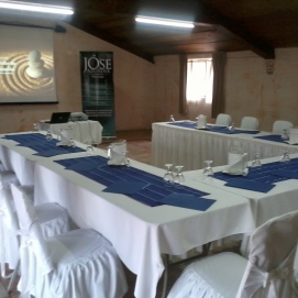 Sala de conferencias y talleres.